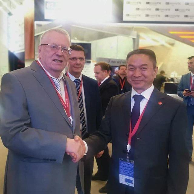 Господин Ю Фей Президент корпорации Fohow на Петербургском международном экономическом форуме.